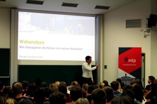 Sebastian Decker an der WWU Münster zu Analytics